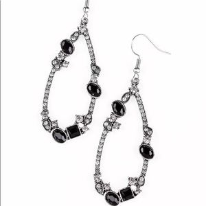 ✨3 for $10✨ Silver and black earrings